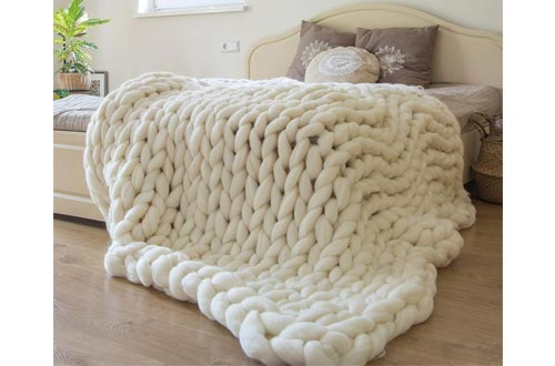 6. ERLYEEN Chunky Knit Blanket Hand Made