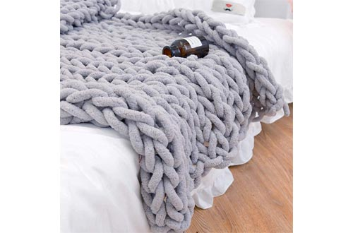 8. clootess Chunky Knit Blanket